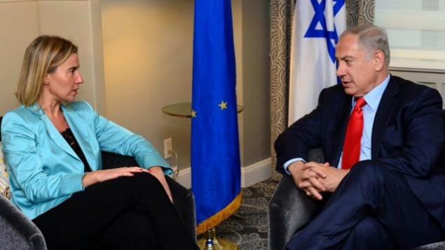 وزيرة خارجية الإتحاد الأوروبي فيديريكا موغيريني (من اليسار) خلال لقاء مع رئيس الوزراء الإسرائيلي بينيامين نتنياهو في نيويورك، 30 سبتبمر، 2015. (Courtesy PMO)
