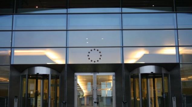 برلمان الإتحاد الأوروبي في بروكسل (Photo credit: Russell Trow/CC BY 2.0/Flickr)