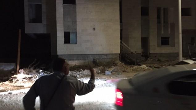 الشرطة تبحث عن مشتبه به قام بعطن 4 أشخاص، من بينهم فتاة تبلغ من العمر 13 عاما، في مدينة كريات غات جنوبي إسرائيل، 13 نوفمبر، 2015. (الشرطة الإسرائيلية)