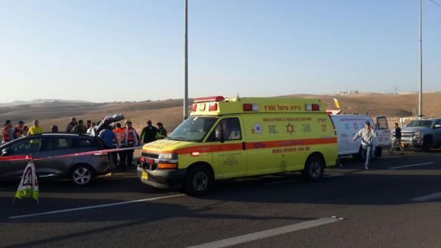سيارة الاسعاف عند وصولها لساحة الهجوم 27 نوفمبر 2015 (مقدمة من نجمة داوود الحمراء)