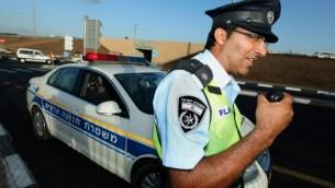 صورة توضيحية: عنصر في شرطة السير الإسرائيلية. (Moshe Shai/Flash90)