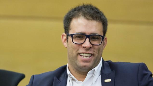 """عضو الكنيست أورين حازان (الليكود) خلال إجتماع لحزب """"الليكود"""" في الكنيست، 15 يونيو، 2015. (Yonatan Sindel/Flash90)"""