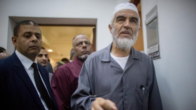 الشيخ رائد صلاح في النحكمة المركزية في القدس، 14 اكتوبر 2015 (Yonatan Sindel/Flash90)