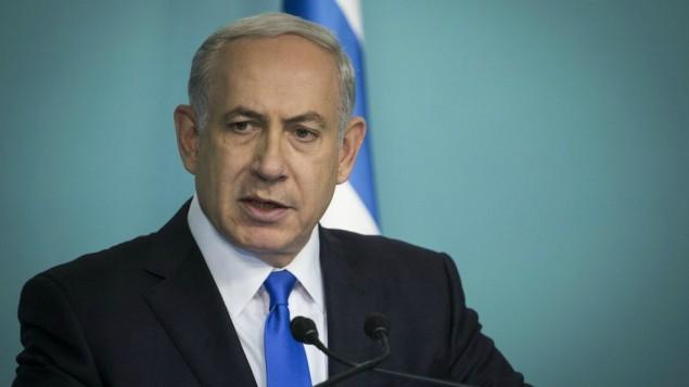 رئيس الوزراء بينيامين نتنياهو يدلي تصريح للصحافة ردا على سلسلة الهجمات التي ضربت باريس في الليلة السابقة، من مكتبه في القدس، 14 نوفمبر، 2015. (Hadas Parush/Flash90)