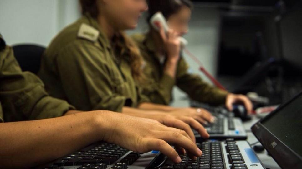 مركز إطلاق النار التابع للقيادة الجنوبية. وحدتها تجمع تفاصيل من مصادر عسكرية متعددة لتحديد أهداف للجيش الإسرائيلي لتوجيه ضربات. (وحدة المتحدث بإسم الجيش الإسرائيلي)