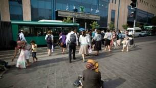 صورة توضيحية لمحطة الحافلات المركزية في القدس. (Yonatan Sindel/Flash90)
