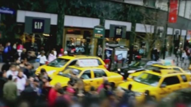 صورة شاشة من شريط فيديو نشره تنظيم الدولة الإسلامية يهدد فيه مدينة نيويورك وتم نشره في 18 نوفمبر 2015 (Screen capture: CNN)