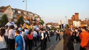 مواجهة بين متظاهرين داعمين لإسرائيل ومتظاهرين داعمين لفلسطيني في لندن، مايو 2013 (courtesy of British Israel Coalition)