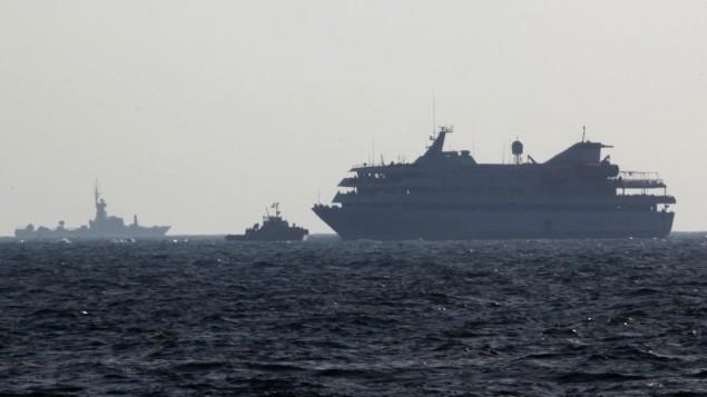 سفن تابعة للبحرية الإسرائيلية ترافق 'مافي مرمرة' إلى ميناء أشدود، 31 مايو، 2010. (photo credit: Kobi Gideon/Flash90)