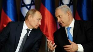رئيس الوزراء الإسرائيلي بينيامين نتنياهو والرئيس الروسي فلاديمير بوتين في مقر إقامة نتنياهو في القدس، 25 يونيو، 2012. (Kobi Gideon/GPO/FLASH90)