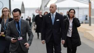 وزير الخارجية الفرنسي لوران فابيوس خلال قمة المناخ في لوبورجيه بشمال باريس، 2 ديسمبر 2015 (MIGUEL MEDINA / AFP)