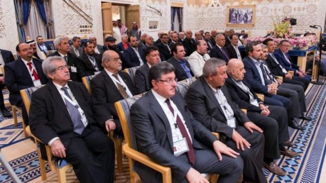 ممثلي المعارضة السورية خلال اجتماع في الرياض، 10 ديسمبر 2015 (HO / AFP SPA / AFP)