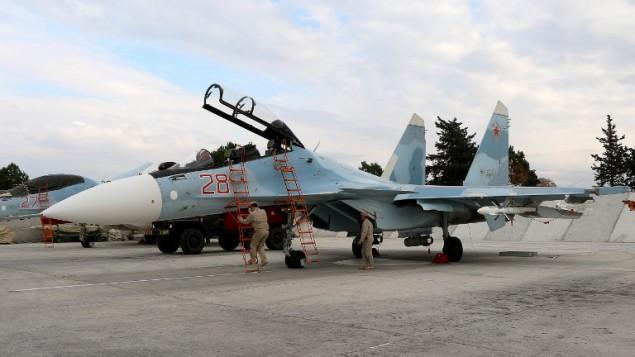 طائرة عسكرية روسية ي قاعدة حميميم الروسية بالقرب من اللاذقية في سوريا، 16 ديسمبر 2015 (AFP/Paul GYPTEAU)