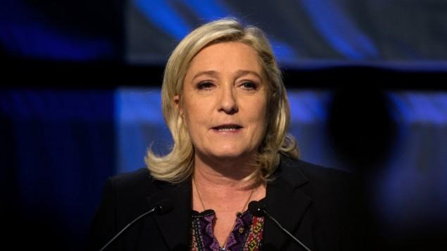 رئيسة حزب اليمين المتشدد 'الجبهة الوطنية'، مارين لوبن خلال خطاب بعد الاعلان عن نتائج الدولة الثانية من الانتخابات الفرنسية، 13 ديسمبر 2015 (DENIS CHARLET / AFP)