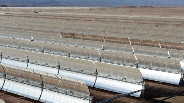 صورة توضيحية: مرايا شمسية في محطة انتاج الطاقة 'نور 1' في المغرب، 17 اكتوبر 2015 (FADEL SENNA / AFP)
