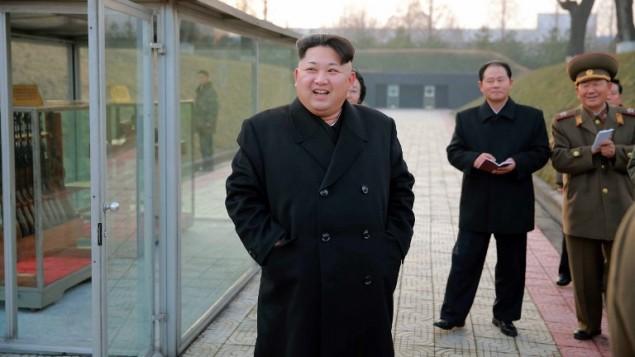 صورة بدون تاريخ نشرتها وكالة انباء كوريا الشمالية المركزية في 10 ديسمبر 2015 تظهر رئيس كوريا الشمالية كيم جونغ اون (AFP PHOTO / KCNA VIA KNS)