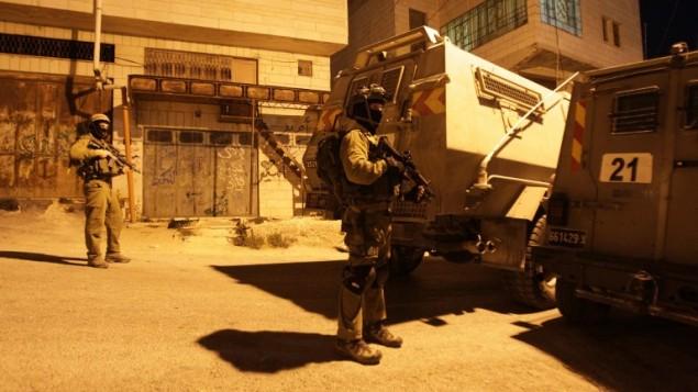 صورة توضيحية: جنود إسرائيليون في الضفة الغربية، 15 يونيو، 2014. (AFP/Hazem Bader)