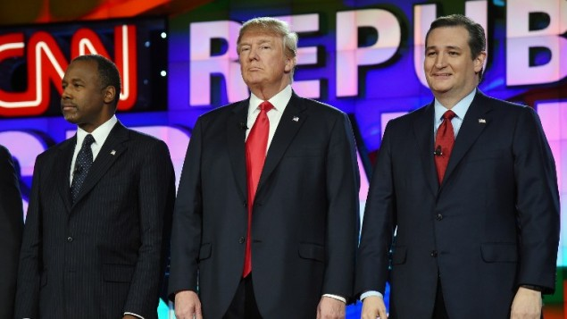 المرشحون عن الحزب الجمهوري في الانتخابات الأمريكية بن كارسون (يسار)، دونالد ترامب وتد كروز خلال مناظرة على قناة سي ان ان، 15 ديسمبر 2015 (Ethan Miller/Getty Images/AFP)