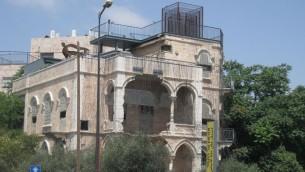 متحف على خط التماس، الذي يقع في منزل فلسطيني سابق تحول إلى ثكنة عسكرية وبعد ذلك إلى متحف حول العيش المشترك والحوار. (Avi Deror/CC-BY-SA-3.0)
