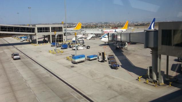 مكان وقوف الطائرات في مطار صبيحة غوكتشين، في إسطنبول، تركيا (CC BY-SA Аль-Гимравий, Wikipedia)