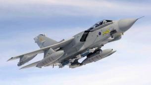 صورة توضيحية لطائرة حربية من طراز تورنيدو (SAC Scott Ferguson/MOD via Wikimedia Commons)