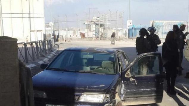 موقع محاولة هجوم دهس لمجموعة من عناصر الشرطة نفذها رجل فلسطيني في حاجز قلنيديا بالضفة الغربية، 18 ديسمبر، 2015. (الشرطة الإسرئيلية)
