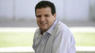 ايمن عودة، رئيس القائمة العربية المشتركة، في مظاهرة في جامعة تل ابيب لاحياء ذكرى النكبة، 20 مايو 2015 (Tomer Neuberg/Flash90)