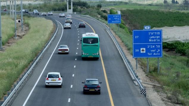 صورة توضيحية لشارع رقم 6، المعروف أيضا ب'عابر إسرائيل'، 30 مارس، 2008. (Moshe Shai/Flash90)