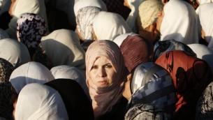 نساء مسلمات بطريقهن الى المسجد الأقصى (Miriam Alster/ flash90)