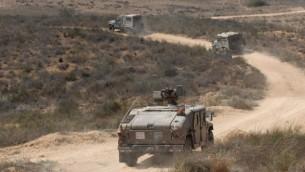 صورة توضيحية لمركبات عسكرية إسرائيلية تقوم بدورية بالقرب للحدود مع غزة. (Gili Yaari/Flash90/File)