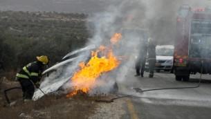صورة توضيحية لسيارة تحترق (Gershon Elinson/ Flash 90)