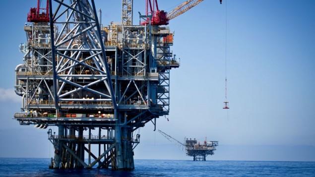 """مشهد جوي لحقل الغاز الطبيعي """"تمار"""" على بعد 24 كيلومترا من السواحل الجنوبية لمدينة أشكلون، 23 يونيو، 2014. (Moshe Shai/FLASH90)"""