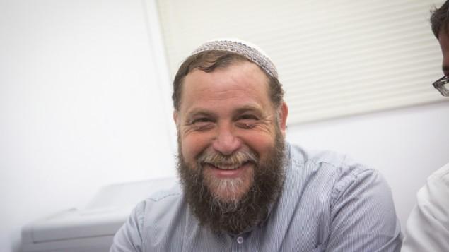 """رئيس منظمة """"لهافا"""" اليمينية الإسرائيلية المتطرفة، بنتسي غوبشتين، في 11 أغسطس، 2015. (Miriam Alster/FLASH90)"""