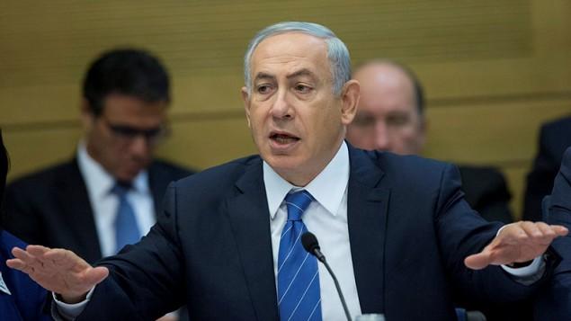 رئيس الوزراء بينيامين نتنياهو يتحدث في إجتماع للجنة في الكنيست في 8 ديسمبر، 2015. (Yonatan Sindel/Flash90)