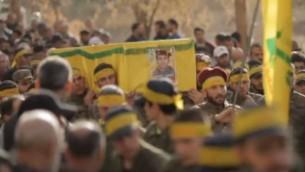 جنازة لأحد مقاتلي حزب الله الذي قُتل في سوريا. (YouTube/Channel 4 News)
