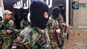 'اشبال الخلافة'. اطفال يتلقون تدريبات عسكرية في مخيم تدريب تابع لتنظيم الدولة الإسلامية بالقرب من دمشق، 6 ديسمبر 2014 (SITE Intel Group)