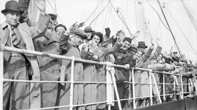 لاجئون يهود على متن سفينة سانت لويس الألمانية، 29 يونيو، 1939. (Planet News Archive/SSPL/Getty Images/via JTA)