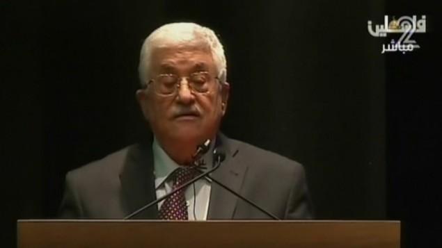 رئيس السلطة الفلسطينية محمود عباس خلال كلمة له في مكاتب الصليب الأحمر في الضفة الغربية، 14 ديسبمر، 2015. (لقطة شاشة: القناة 2)
