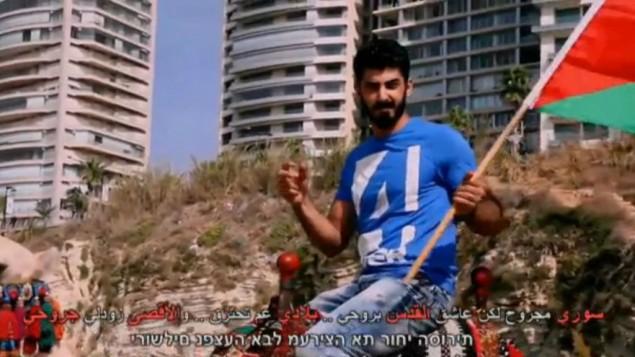 محمد ابو كف، 21، من سكان القدس الشرقية، في فيديو ينادي فيه الفلسطينيين لقتل الإسرائيليين (YouTube)