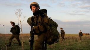 """تدريب عسكري لفرقة """"سيف"""" في الجيش الإسرائيلي، المكونة بمعظمها من الدروز، 2011 (CC-BY SA IDF/Wikimedia Commons)"""