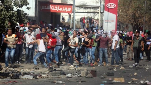 حاجز حوارة، جنوب مدينة نابلس بالضفة الغربية، شكل نقطة وميض للإحتجاجات الفلسطينية، 11 أكتوبر، 2015. (FLASH90)