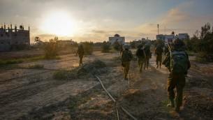 """القوات الإسرائيلية العاملة في غزة خلال عمليه """"الجرف الصامد"""" (وحدة المتحدث بإسم الجيش الإسرائيلي)"""