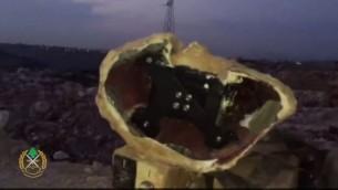جهاز مخبأ داخل صخرة اصطناعية في بلدة بني حيان في جنوب لبنان. يدعي الجيش اللبناني ان الجهاز هو كاميرا مراقبة اسرائيلية (screen capture: Lebanese Armed Forces Facebook page)