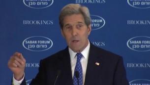 وزير الخارجية الأمريكي جون كيري في منتدى سابان السنوي الذي ينظمه معهد بروكينغز في 5 ديسمبر، 2015. (لقطة شاشة من YouTube)