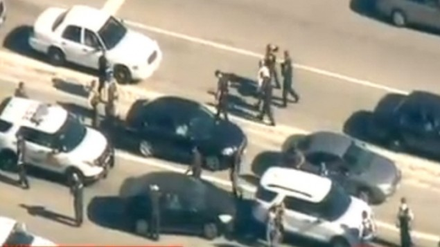 قوى الأمن في موقع هجوم إطلاق النار في كاليفورنيا، 2 ديسمبر، 2015. (لقطة شاشة: CNN)