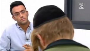 أحد المشتبه بهم في هجوم دوما في مقابلة مع القناة 2. (لقطة شاشة: القناة 2)