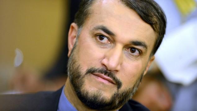 نائب وزير الخارجية الايراني حسين امير عبداللهيان خلال مؤتمر صحفي في الكويت، 31 مارس 2015 (AFP/STR)