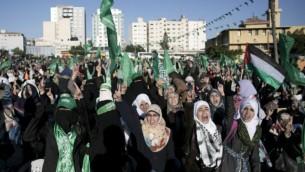 صورة توضيحية لمسيرة لحركة حماس في قطاع غزة، 6 ديسمبر، 2015. (AFP/Said Khatib)