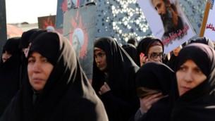 ايرنيات يتظاهرن ضد السعودية التي اعدمت رجل دين شيعيا بارزا وقطعت علاقاتها الدبلوماسية مع الجمهورية الاسلامية، 4 يناير 2016 (ATTA KENARE / AFP)