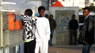 صورة توضيحية لطالبي لجوء سودانيين وإرتريين في تل أبيب. (Nicky Kelvin/Flash90)